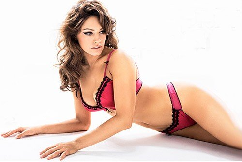 51ef299a81 Kelly Brook Presents The Miracle Bra - famemagazine