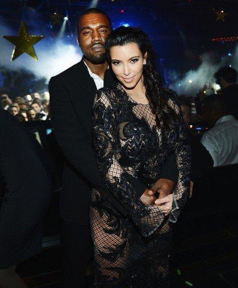 Kim-Kardashian-Kanye-West-New-Years-Eve-1Oak-Las-Vegas-Party-Pics-004-491x694