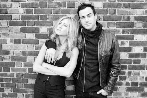 Jennifer-Aniston-and-Justin-Theroux8230-up-on-the-roof-1