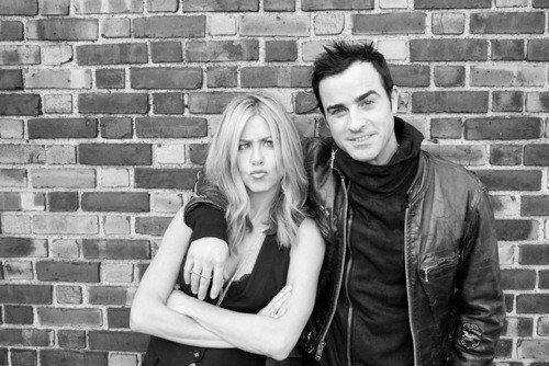 Jennifer-Aniston-and-Justin-Theroux8230-up-on-the-roof-2