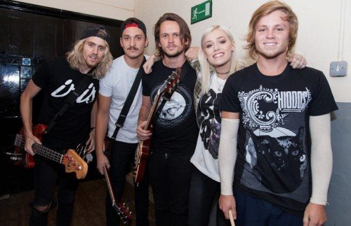 TONIGHT ALIVE2