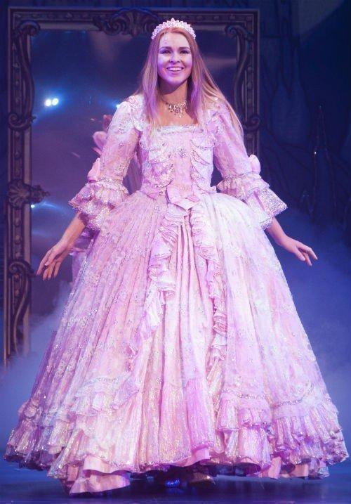 Zoe Salmon as Cinderella1