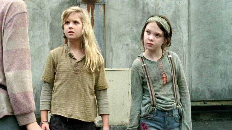 The Walking Dead Mika & Lizzie Samuels1